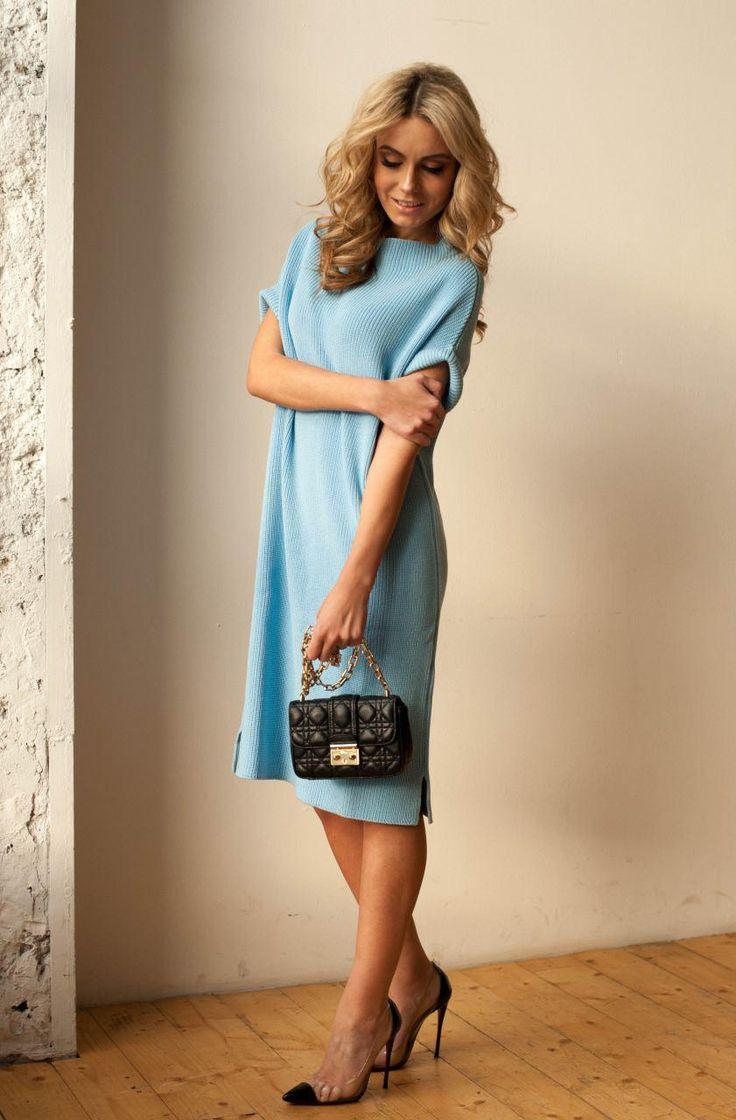 Внимание модницы! У нас пополнение!) тёплое и очень красивое платье из вискозы oversize в очень красивый цветах ПЛАТЬЕ ИЗ ВИСКОЗЫ (100 СМ).  Цена: 2200 р.❗️❗️❗️  Цвет: синий, голубой, бирюзовый , оранжевый, красный, пудровый.  Размеры: oversize  Доставка по всему миру  по России в среднем 2-3 дня  Оплата: наличные, банковские карты, оплата через интернет. Мобильный: +7 (926) 333-80-05 (WhatsApp/Telegram/Viber) ☎️ Звоните: +7 (495) 255-55-86