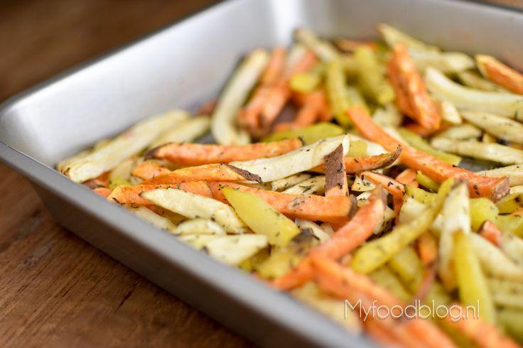 Zin in een simpele en gezonde avondmaaltijd? Probeer eens de vrolijk gekleurde groentefrietjes van AH. Kijk hier voor onze tips!