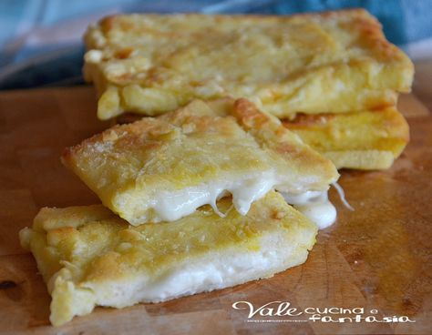 Mozzarella in carrozza ricetta facile e veloce buonissima facilissima ideale per uno spuntino, per una cenetta sfiziosa, sostanziosa e gustosa
