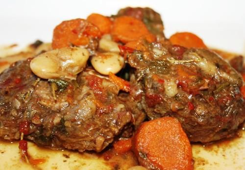 Chris demonstrates how to prepare a delicious oxtail stew with this great recipe. The perfect recipe for making oxtail stew as its done in the Caribbean.