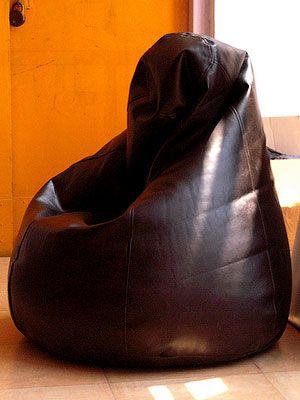 Примерно так будет выглядеть конечный результат, если вы будете шить кресло мешок из кожзама/кожи.