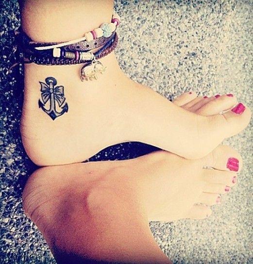 Tatuaggio àncora interno del piede