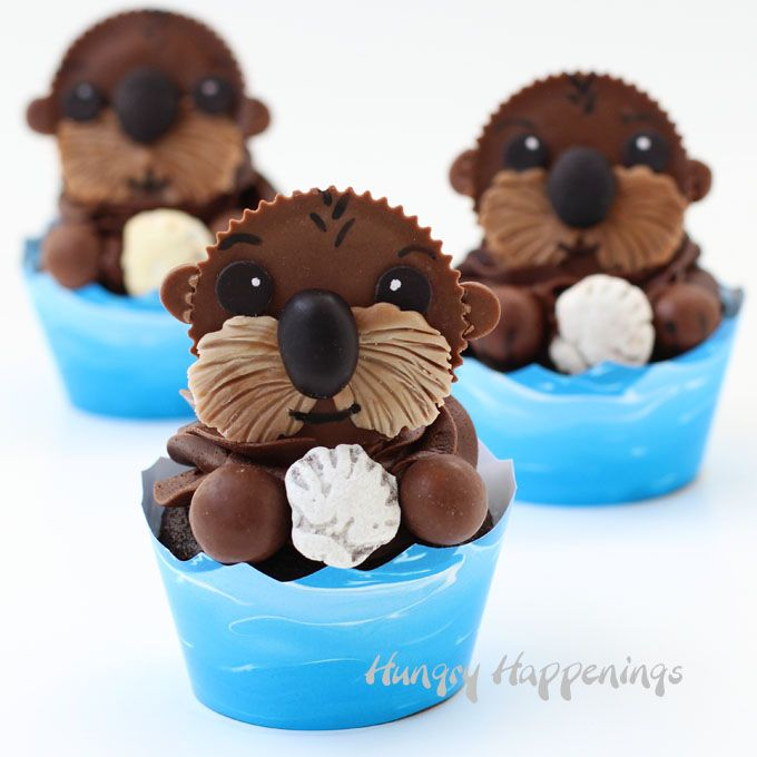 Decorate Reese's Cups to create these adorable Sea Otter Cupcakes. They are perfect treats for a Finding Dory party. See the tutorial at Hungry Happenings.