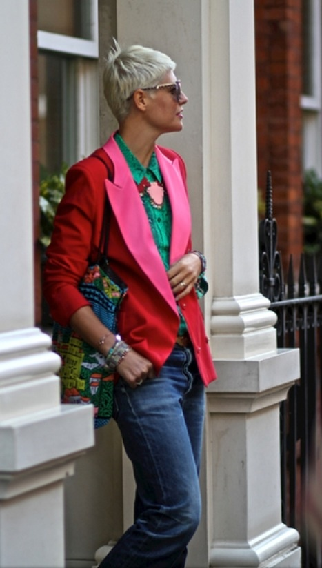 Elisa Nalin, red and pink blazer (outfit side view)