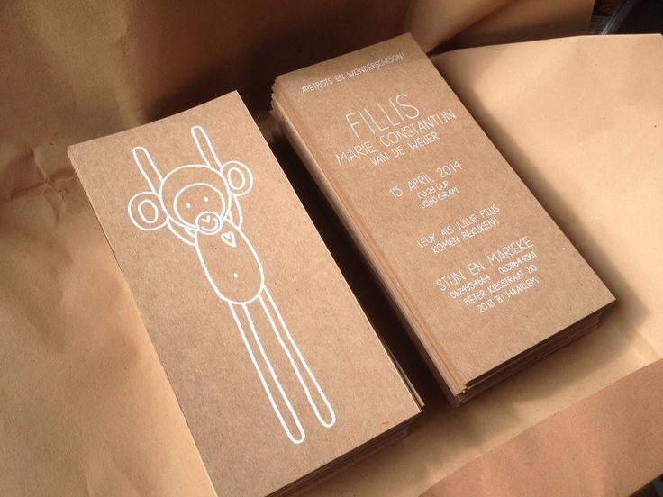 Bijzondere geboortekaartjes - Zeefdruk - witte inkt - Op 300 grams kraftliner - Recycle papier - www.dekijm.nl -> Nu ook mogelijk om digitaal te laten drukken. Goedkoper, sneller en net zo mooi! In elk gewenst formaat beschikbaar + bijpassende envelop. Mail voor meer info.