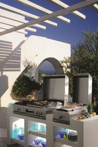 Cuisine Open'Cook avec modules variables. Inox et fonte émaillée. Foyers gaz. Grils à pierres de lave. Planchas. À partir de 850 euros le module.