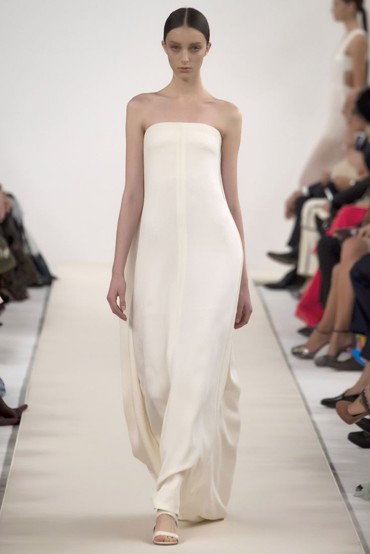 Slideshow: The Runway at Valentino's New York Couture Show - Gallery