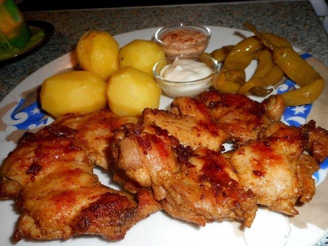 Kuřecí steaky na grilu - Očištěné kuřecí steaky , potíráme marinádou z daných…