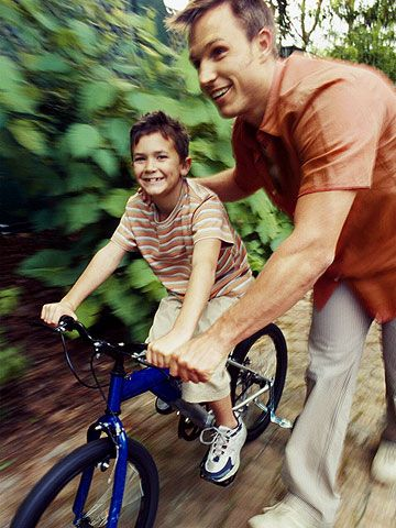 Spend time with your family and teach your kids how to ride a bike in just minutes! See here our tips and steps on how to teach your kids how to ride a bike. You'll be shocked how fast your kids will pick up on the new skill with the help of these easy steps.