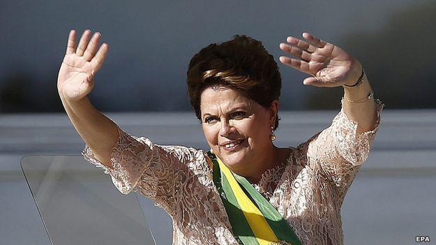 O pequeno grupo das mulheres que lideram países - BBC Brasil Filha de um advogado e empreendedor búlgaro, Dilma Rousseff foi a primeira mulher eleita presidente do Brasil em 2010. Após uma disputa acirrada, ela conseguiu mais um mandato em 2014, em meio a críticas de setores da esquerda e da direita. Nos anos 1970, durante o regime militar no Brasil, Rousseff foi aprisionada por três anos e torturada. Ela fazia parte do grupo armado de extrema esquerda VAR-Palmares.