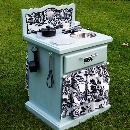Thrifted old end table becomes a DIY play kitchen for kids. Genius idea! Looks like so much fun!