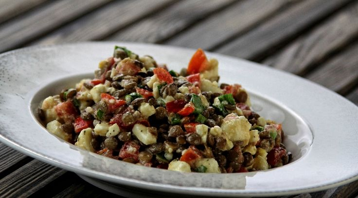 Sałatka z soczewicy, pomidorów i sera feta - Szlakiem Kulinarnych Przyjemności - Przemysław Dyja