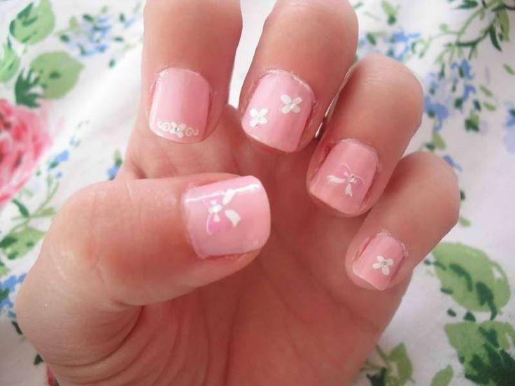 Decorazione unghie corte - Nail art bianca e rosa