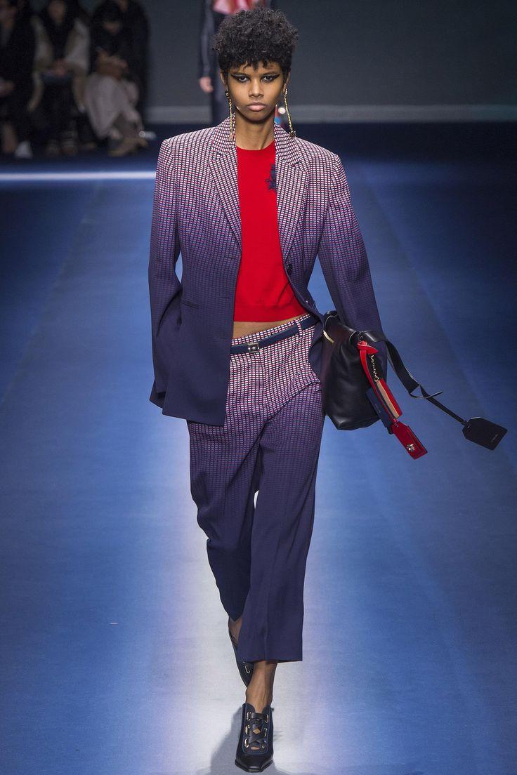 Défilé Versace prêt-à-porter femme automne-hiver 2017-2018 21