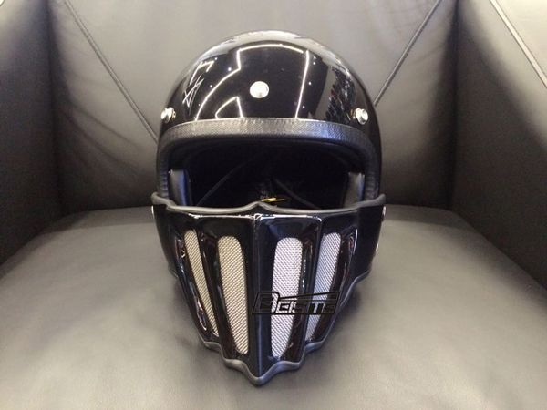 Bright Black Colour Motorcycle Helmet Brand Japan Thompson Glass Steel motorcycle helmet  can be removed the Air vent