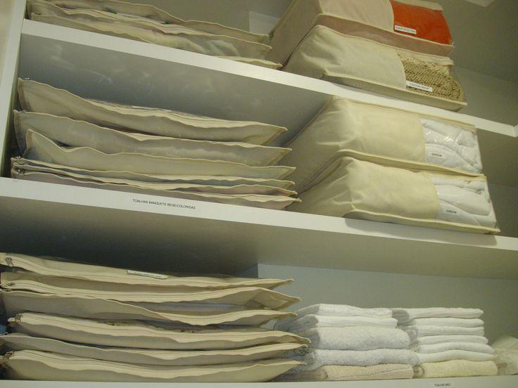 Organização de rouparia em protetores