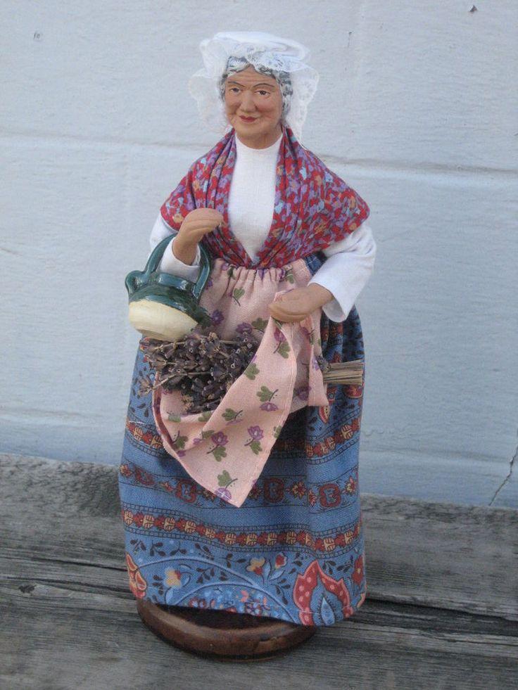 Sandrine grand santon avec lavande 26.5cms