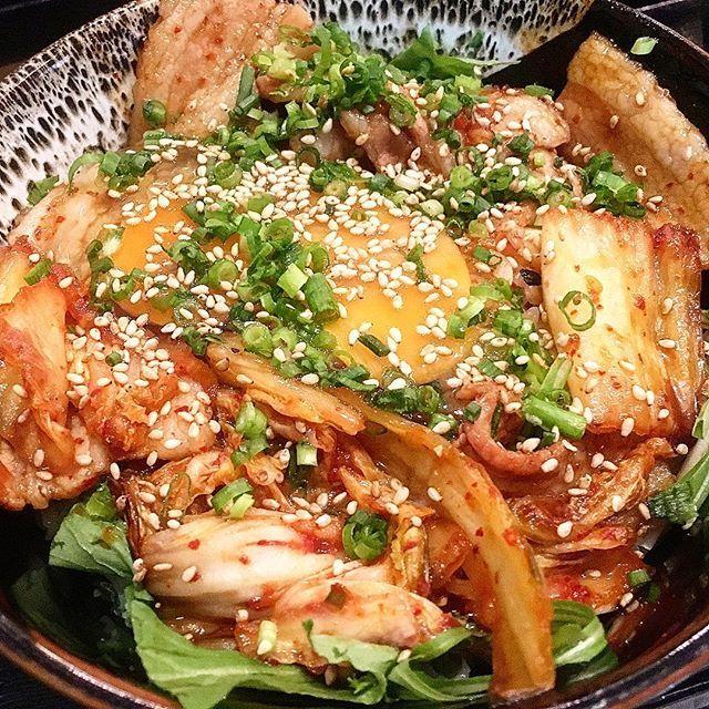 作治 豚キムチ丼 #ランチ#肉#グルメ#コク #コクあり #西新宿 #新宿 #豚肉 #豚キムチ #こま #卵 #キムチ #丼 #favy #lunch #koku #kokuari #shinjuku #tokyo #gourmet #yum #yummy #pork #kimuchi #butakimuchi #bowl #don