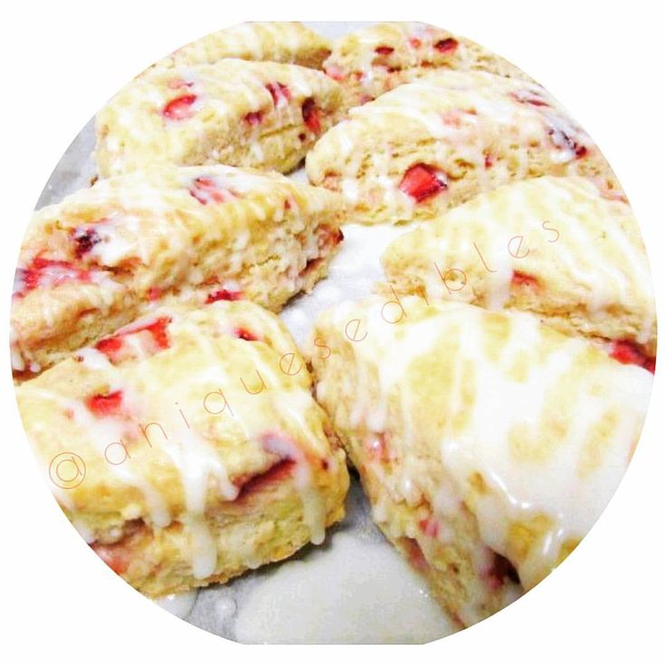 We're having these freshly baked strawberry scones for breakfast! We ❤ to bake! What are you having? Comment below  #strawberry #lemon #scones #foodporn #Toronto #yummy #buzzfeedfood #buzzfeast #blogto #instadaily #photoofday #breadporn #foodie...