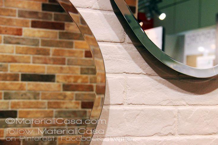 Giocando con specchi e riflessi sui rivestimenti in gres porcellanato effetto muretto di @RondineCeramica! #CeramicTiles #Cersaie2015