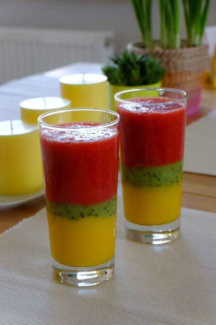 Prosty i szybki koktajl warstwowy: mango/kiwi/truskawka