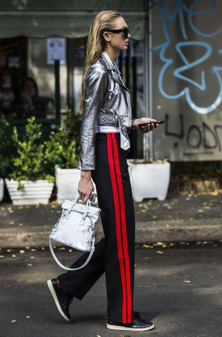 В ход ноги: брюки с лампасами — главный тренд весны   Glamour.ru
