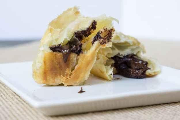 Hojaldre + dulces que tengas por ahí = unos croissants de chocolate que hasta la más perezosa podría preparar.