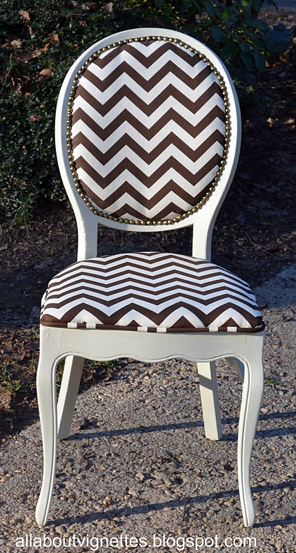 Love the chevron print..I would like it in black and white or blue in white!