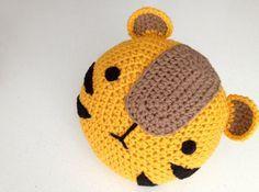 Crochet Tiger Pillow por peanutbutterdynamite en Etsy