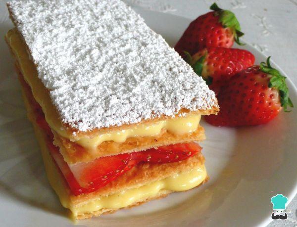 Aprende a preparar tarta de hojaldre y fresas con Thermomix con esta rica y fácil receta. Si te gusta la repostería y tienes una thermomix en casa esta receta es par...