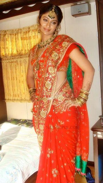 Ileana D'Cruz in gorgeous Wedding Saree by Arpit Mehta https://www.facebook.com/arpit.mehta.10