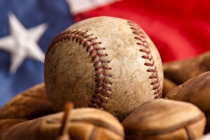 Vintage baseball glove with American flag Stock Photo - 12710223