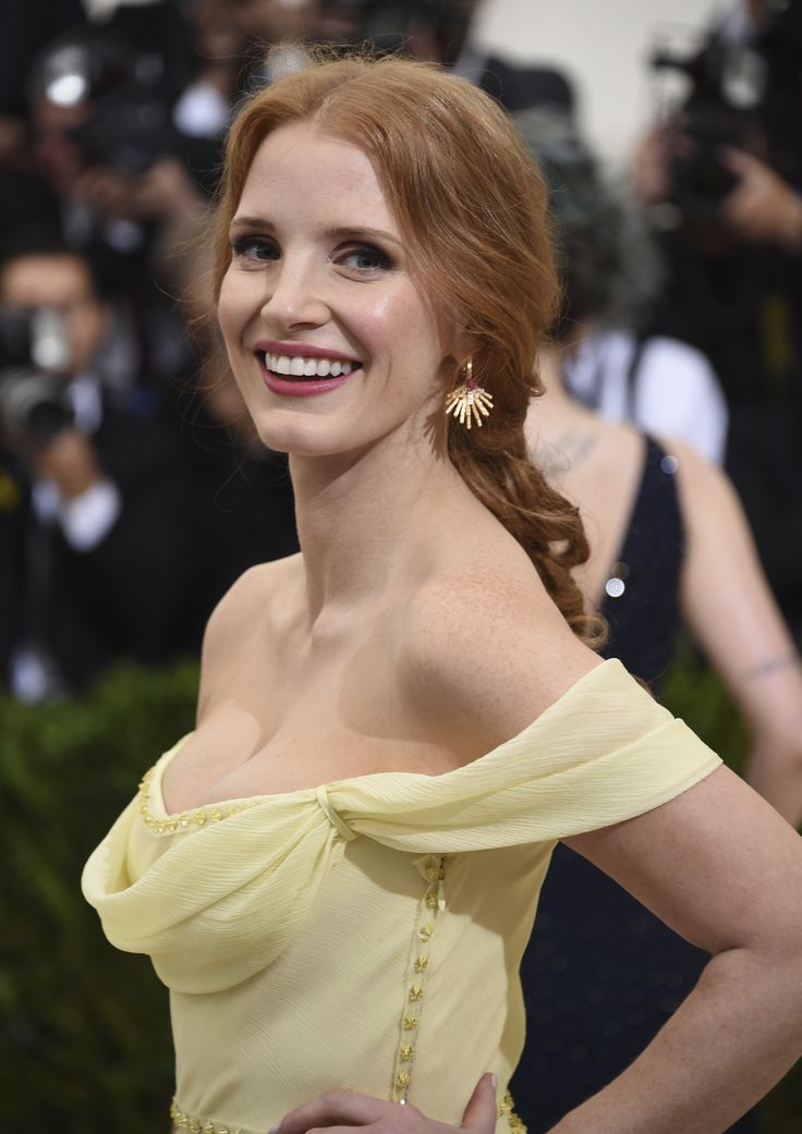 Jessica Chastain in Prada at the Met Gala 2017 (7)