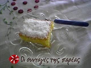 Σιροπιαστό τέλειο γλυκάκι στη στιγμή με κυβάκια μήλου.