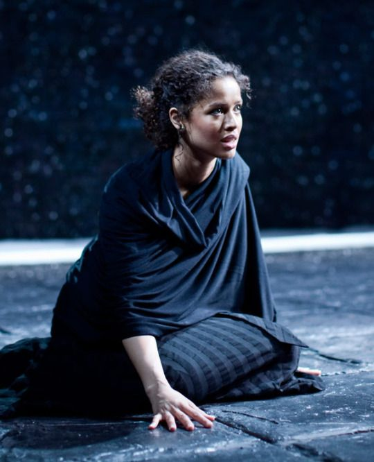 gugu mbatha-raw as ophelia in michael grandage's 2009 london production