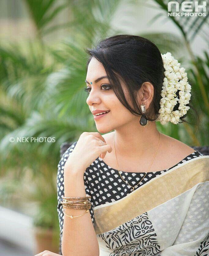 Pin By Sushmita Basu On Saree Style Saree Hairstyles Kerala Saree Blouse Designs Bridal Hair Buns