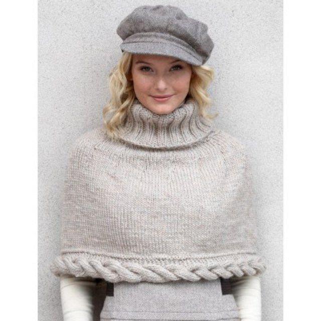 Un poncho beige en tricot
