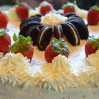 Cheese & Cream Cake with Strawberries and Oreos - Käsesahne-Torte mit Erdbeeren und Oreos
