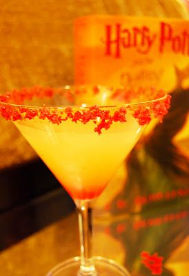 The Fred & George Weasley - vodka, Chambord, peach Schnapps, pineapple juice... and POP ROCKS. OMG this drink sounds amazing!!Harry Potter Characters, Harry Potter Drinks, Harry Potter Parties, Harry Potter Cocktails, Potter Theme, Potter Mixology, Potter Inspiration, Peach Schnapps, Cocktails Based