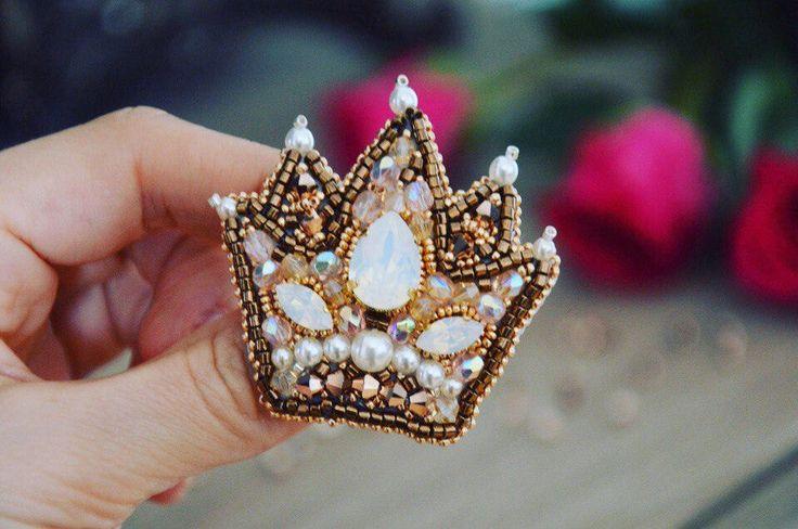 Crown Brooch SWAROVSKI Gold for lady Exclusive jewelry Accesssorie Broche Couronne bijou unique or par JewelrybeadsTresors sur Etsy https://www.etsy.com/fr/listing/557486179/crown-brooch-swarovski-gold-for-lady