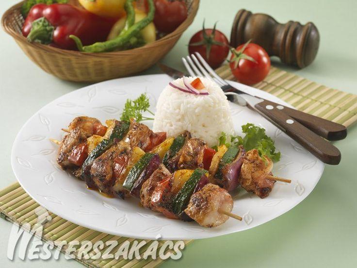 Pikáns csirkemell-nyársak zöldségekkel recept