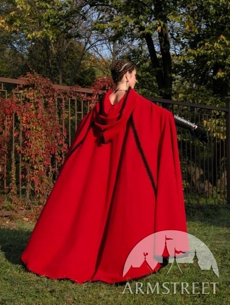 die besten 25 rote umh nge ideen auf pinterest winter hochzeit kap winter umhang und roter. Black Bedroom Furniture Sets. Home Design Ideas