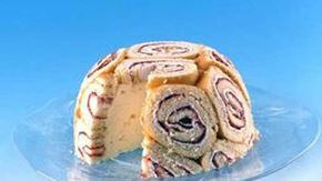Juhlava Charlotte russe on näyttävä ja suussa sulava tarjottava. Kakun kehitti 1700-luvulla Venäjällä Aleksanteri I:n ranskalainen kokki.