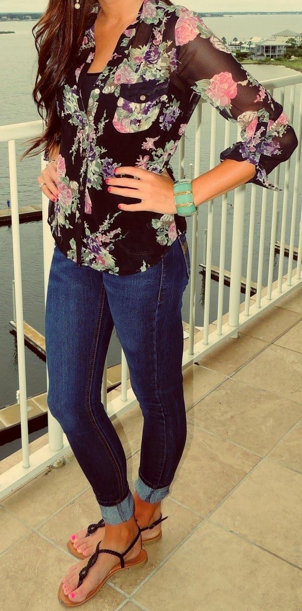 Skinny Jeans With Floral Blouse and Flats.... Switch the flats with boots and add a sweater and scarf for a cute fall look