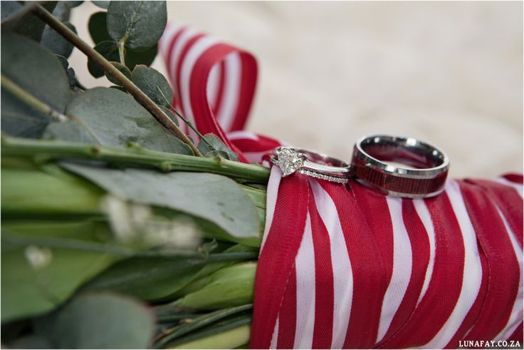 Red, Navy, White Wedding. Red Colour palette, Modern Wedding, Wedding Ring Photo, Heart Diamond Ring