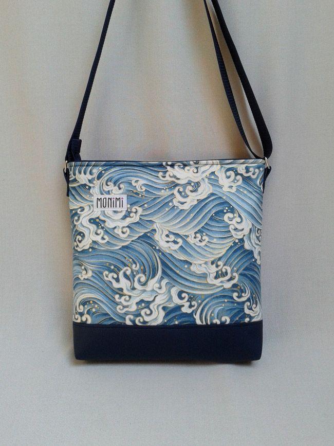 Tengerkék hullámok, kék textilbőr! Már indulhatunk is nyaralni, ha igazából nem is, legalább képzeletben! Biztosan jó napunk lesz, ha reggel ezzel a táskával indulunk útnak! #női #táska
