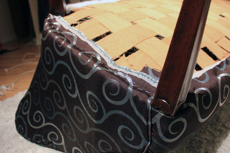 Etape-5 : Tendre et agrafer le tissu