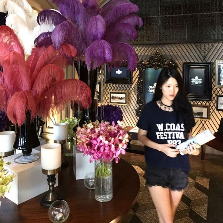 색 조화, 바닥재, 벽 몰딩, 소파 모두 (내 눈엔) 완벽하다. W/@hahyun_moon . . . #bangkok #thailand #hotel #interior #inspiration #travel #travelogue #방콕 #태국 #호텔 #인테리어 #여행 http://tipsrazzi.com/ipost/1517070835624743073/?code=BUNt-MghJCh