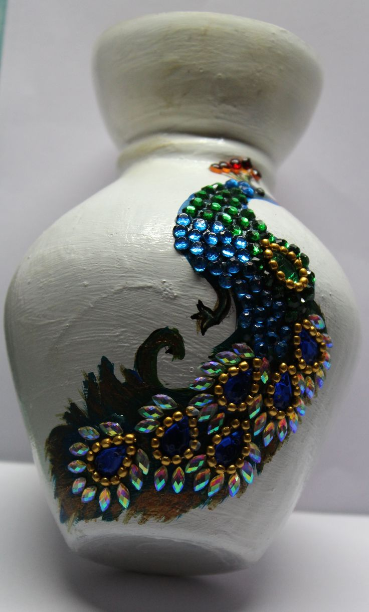 old vase with kundan work