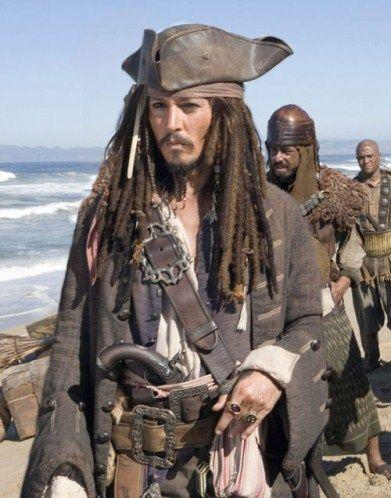 "Johnny Depp ou l'homme le plus sexy?  Johnny Depp, le capitaine Jack Sparrow de ""Pirates of the Caribbean: At World's End."""